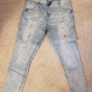 Denim - Distressed Jeans